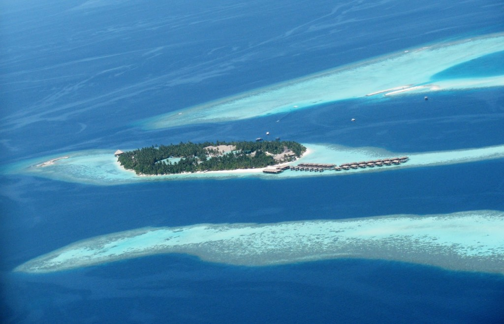 Vilamendhoo Island - Overwater bunglows to the right