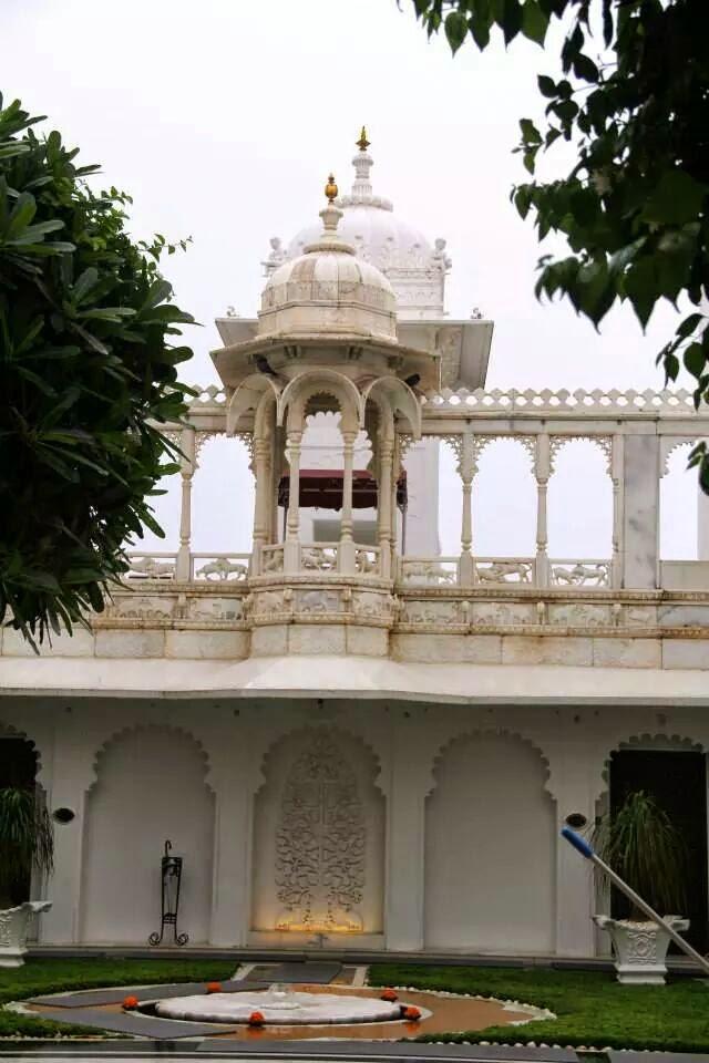 Udaipur: Courtyard at Taj Lake Palace