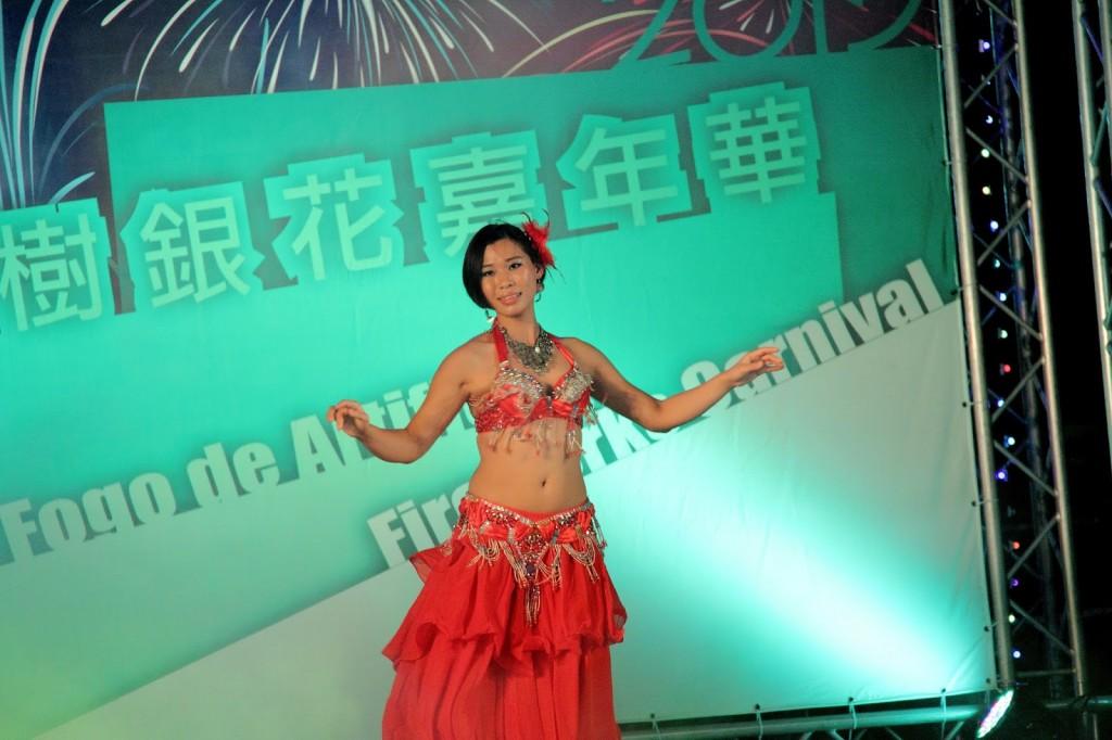 Macau: Dancing to 'Shik shak shok'... shimmy!