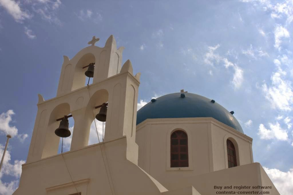 Santorini: Beautiful blue domes