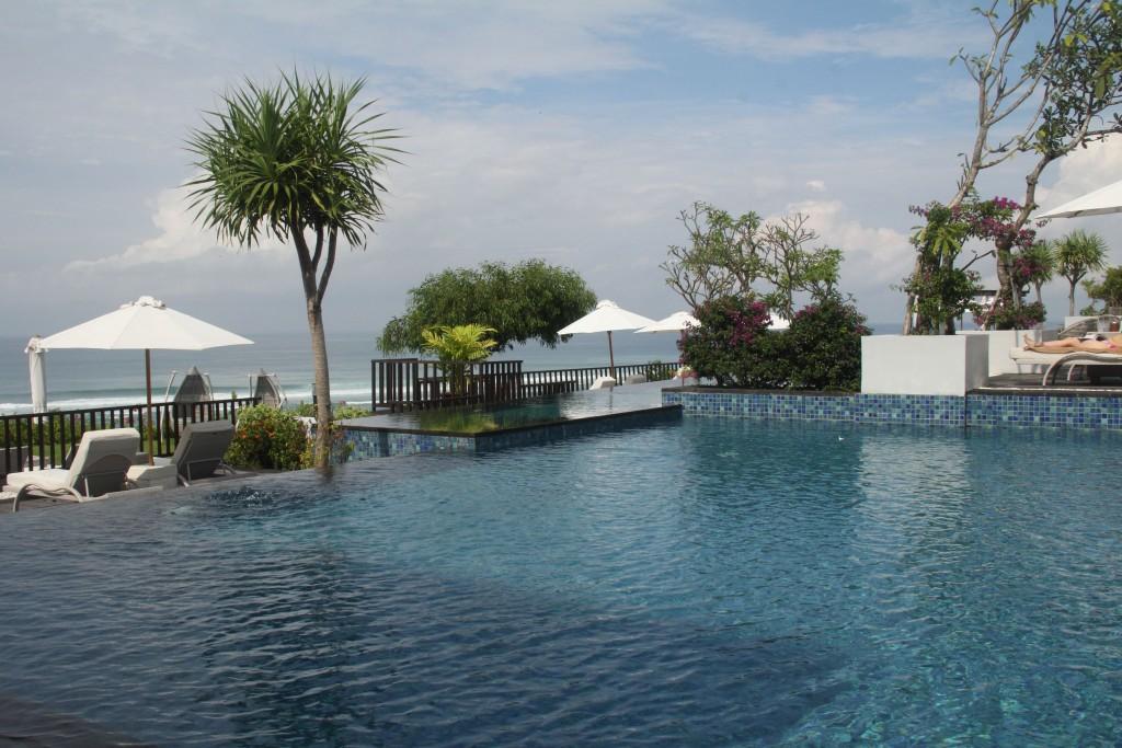 Infinity pool at Samabe