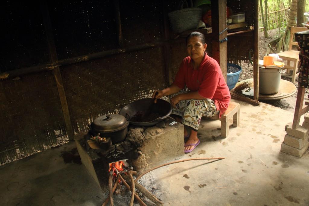 Kopi Luwak - Coffee beans being roasted
