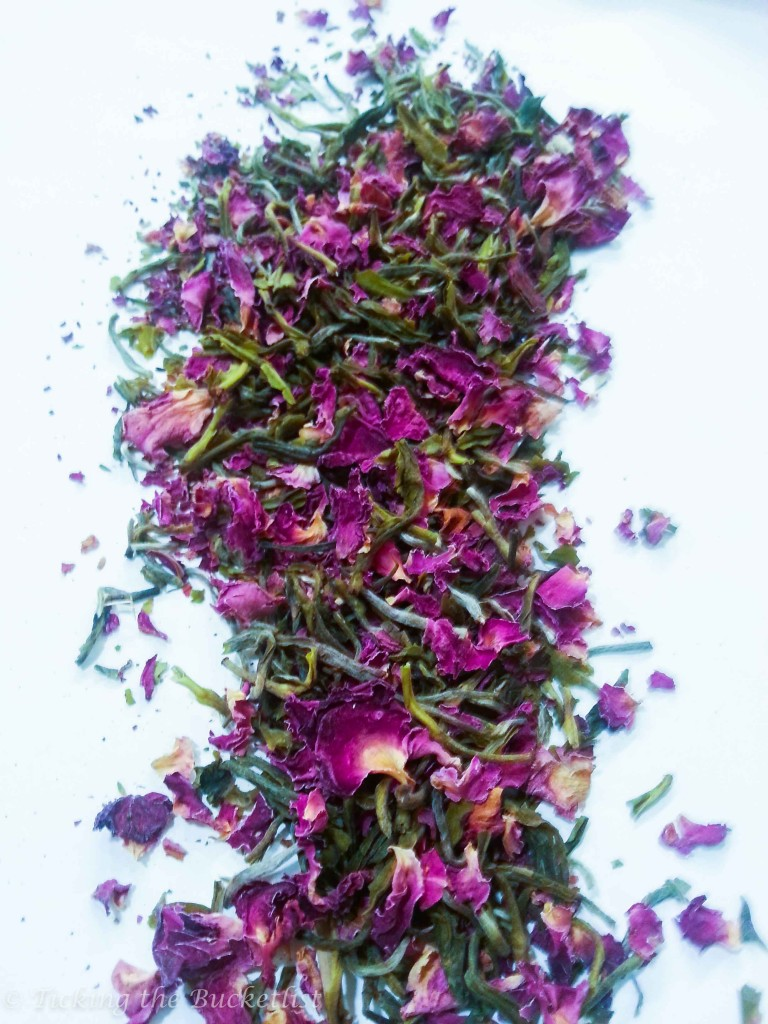 Mild and sweet smelling rose tea
