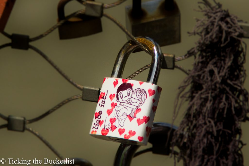 Lock your love!